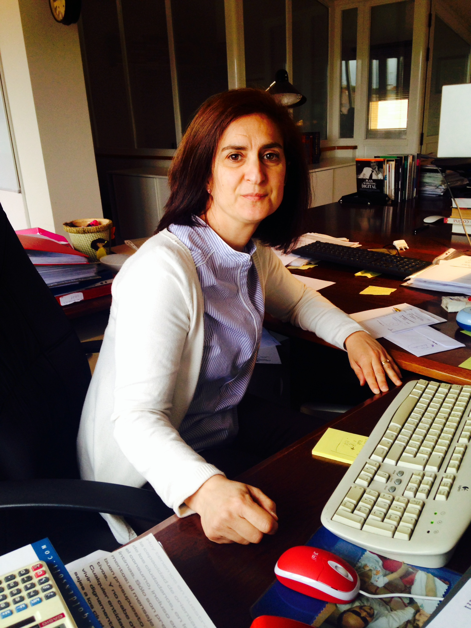 Clara Fernández en oficina